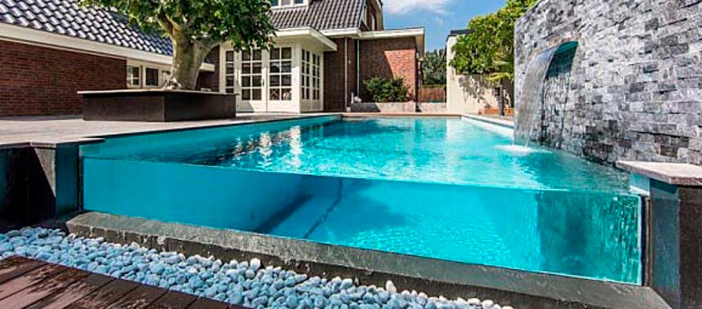 Separamos aqui 3 Motivos para apostar numa piscina de borda de vidro:
